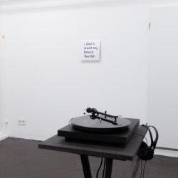 """Nina Schuiki_Faulenzer_Audioloop auf 12""""Vinyl und Recordsleeve_Hunches_Husslehof 2017"""